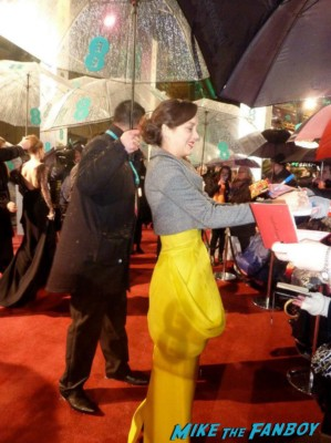 Marion Cotillard signing autographs for fans