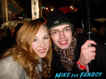 Juno Temple signing autographs for fans rare