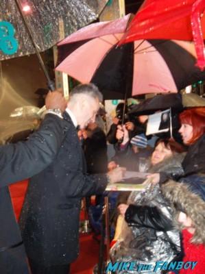Daniel Day Lewis signing autographs