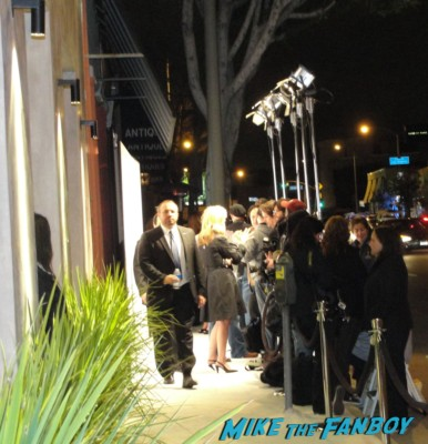 Renée Zellweger and reese witherspoon signing autographs for fans rare hot promo
