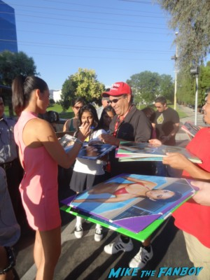 Olivia Munn signing autographs for fans rare magic mike star promo