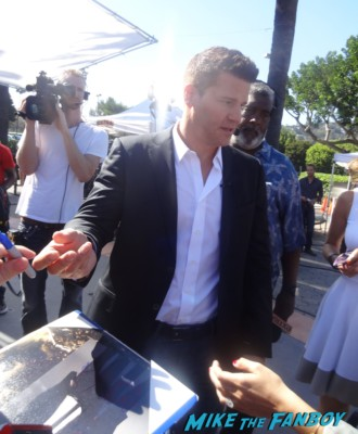 David Boreanaz signing autographs for fans extra at universal studios hot sexy angel bones buffy star