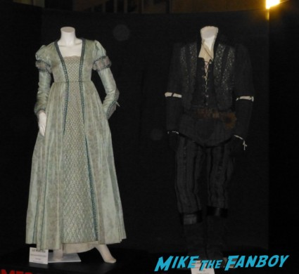 romeo and juliet prop and costume display gown rare romeo and juliet red carpet photo movie premiere rare arclight