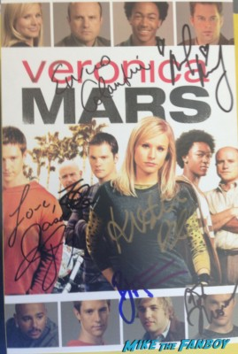 veronica mars season 2 signed autograph poster rare Kristen Bell signing autographs for fans veronica mars cast sdcc 2009 rare wb booth Michael Muheny & enrico Colantoni signing autographs at the WB Booth at comic con sdcc 2009