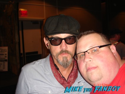 Tommy Flanagan signing autographs for fans sons of anarchy soa desperate housewives