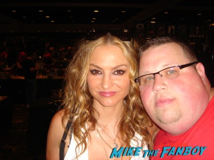 Drea De Matteo signing autographs for fans sons of anarchy soa desperate housewives