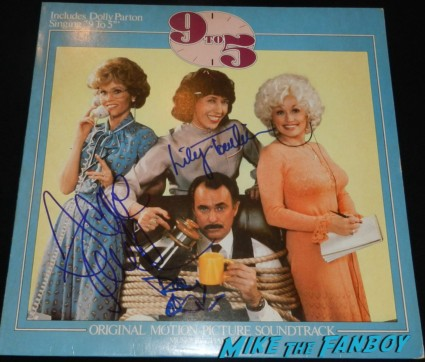 jane fonda lily tomlin signed autograph 9 to 5 lp record dabney coleman signing autographs for fans 2013 wargames 015
