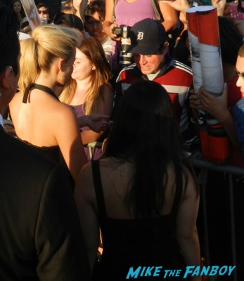 diana agron signing autographs for fans glee star 005