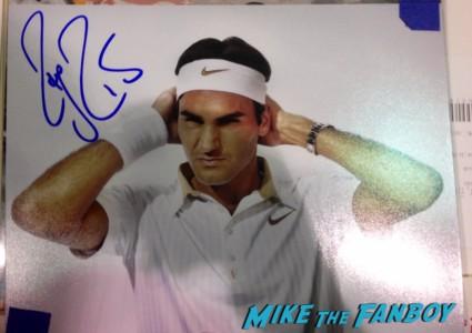 Roger Federer signing autographs for fans signed autograph hot rare