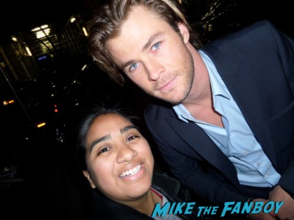 Chris hemsworth fan photo signing autographs rare Chris hemsworth looking hot rush new york movie premiere red carpet props race cars rare