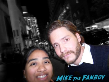 Daniel Brühl fan photo signing autographs rare Chris hemsworth looking hot rush new york movie premiere red carpet props race cars rare