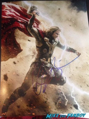 chris hemsworth signed autograph rare Chris hemsworth fan photo signing autographs rare Chris hemsworth looking hot rush new york movie premiere red carpet props race cars rare