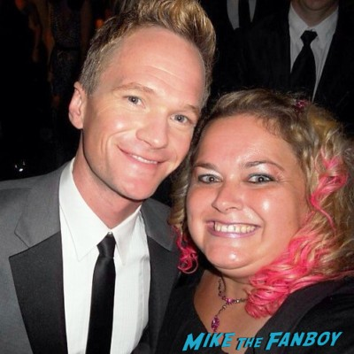 Neil Patrick Harris fan photo signing autographs for fans emmy awards how I met your mother