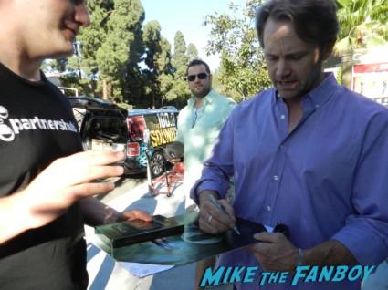 Lee Tergesen signing autographs for fans oz rare oz star lee tergenson signing autographs for fans geffen 003