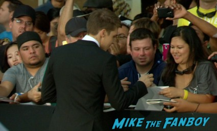 Nolan Gerard Funk signing autographs riddick movie premiere red carpet vin diesel katie sackhoff signing autographs (20)