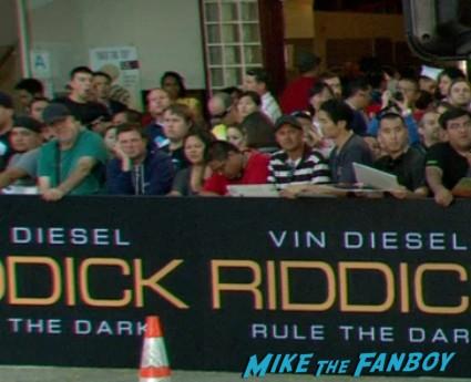 riddick movie premiere red carpet vin diesel katie sackhoff signing autographs (3)
