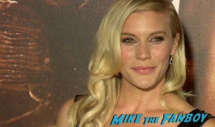 katee sackhoff on the red carpet at the riddick movie premiere red carpet vin diesel katie sackhoff signing autographs (37)