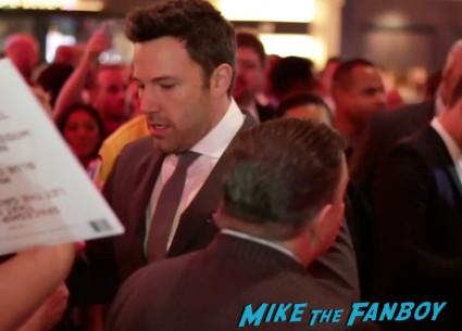 Ben Affleck signing autographs for fans runner runner world premiere justin timberlake ben affleck signing autographs las vegas (13)