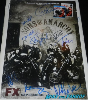 sons of anarchy signed autograph press kit rare charlie hunnam sons of anarchy season 6 premiere red carpet charlie hunnam 047