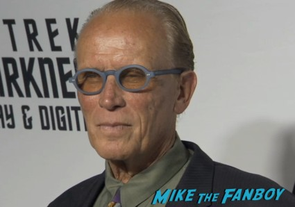 peter weller on the red carpet at the star trek into darkness blu ray party simon pegg jj abrams red carpet (3)