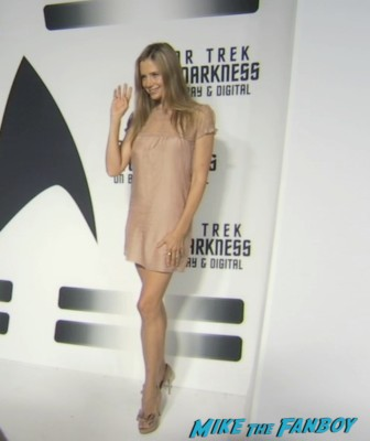 Mira Sorvino on the red carpet at the star trek into darkness blu ray party simon pegg jj abrams red carpet (3)