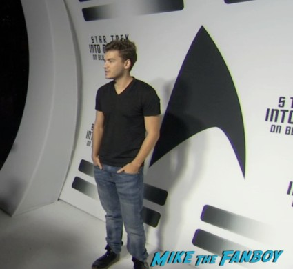Emile hirsch on the red carpet at the star trek into darkness blu ray party simon pegg jj abrams red carpet (3)