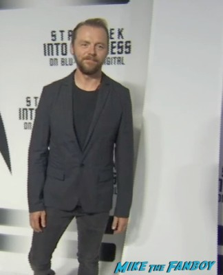simon pegg on the red carpet at the star trek into darkness blu ray party simon pegg jj abrams red carpet (3)