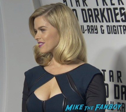 alice eve on the red carpet at the star trek into darkness blu ray party simon pegg jj abrams red carpet (3)