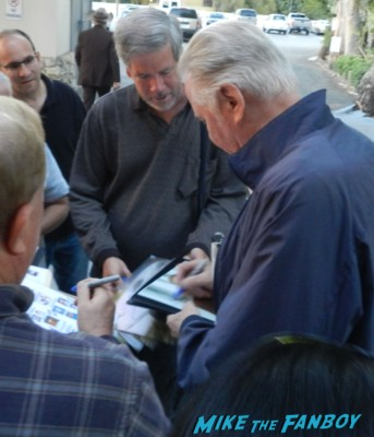 jon voight signing autographs for fans the 2013 cowboy awards 006