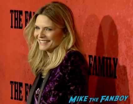 michelle pfeiffer on the red carpet the family new york movie premiere red carpet michelle pfeiffer robert deniro (24)