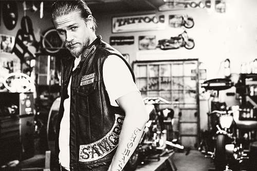 Charlie hunnam hot sexy samcro photo mark muller rare jax teller hot sexy photo shoot damn cut
