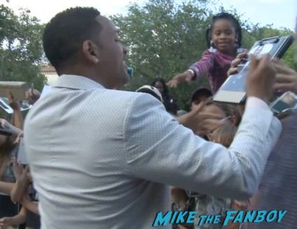 will smith signing autographs for fans in miami (11)