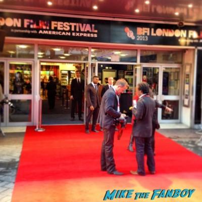 joseph gordon levitt signing autographs London film festival red carpet