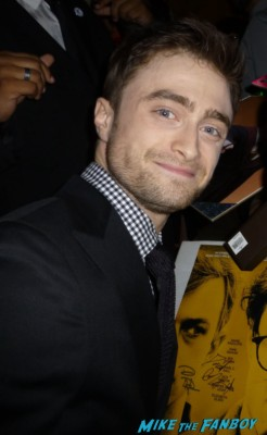 Daniel radcliffe signing autographs for fans kill your darlings movie premiere