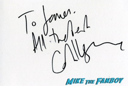 Carey Mulligan signing autographs at the Inside llewyn davis lff premiere red carpet (7)