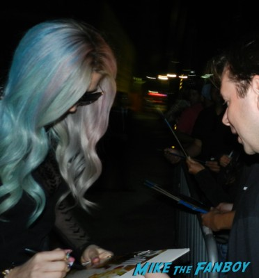 Ke$ha signing autographs after jimmy kimmel live 033