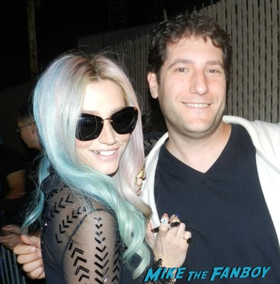 mike the fanboy with Ke$ha signing autographs after jimmy kimmel live 040