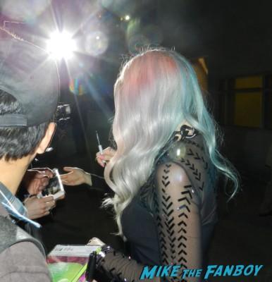 Ke$ha signing autographs after jimmy kimmel live 041