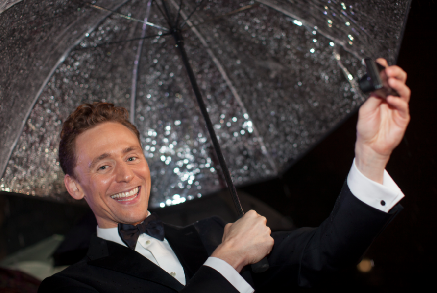 tom hiddleston autographs at the Thor The Dark World London premiere