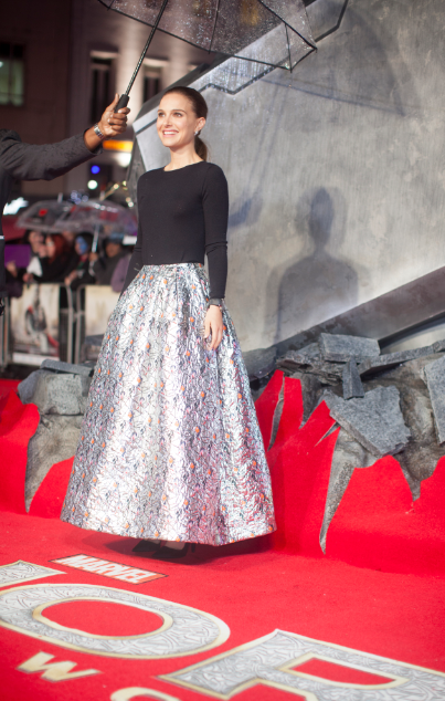 natalie portman autographs at the Thor The Dark World London premiere