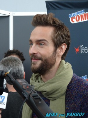 Tom Mison hot sexy photo rare sleepy hollow press room red carpet nycc 2013