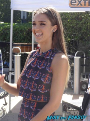 Jessica Alba taping an interview for Extra at universal studios