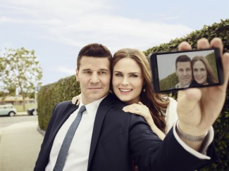 david boreanaz emily deschanel outside rare bones season 8