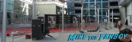 carrie movie premiere chloe grace moretz signing autographs 024