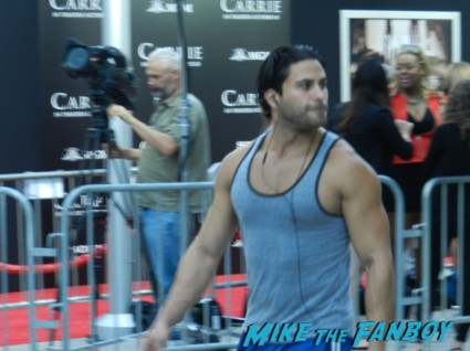 hot muscle football player heading to the gym to sweat carrie movie premiere chloe grace moretz signing autographs 034
