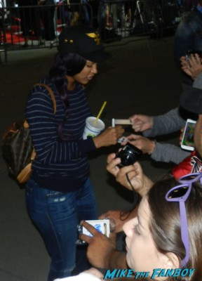 megan goode signing autographs at the carrie movie premiere chloe grace moretz signing autographs 038