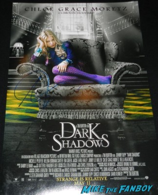 Chloë Grace Moretz signed dark shadows mini poster signing autographs carrie movie premiere chloe grace moretz signing autographs 043