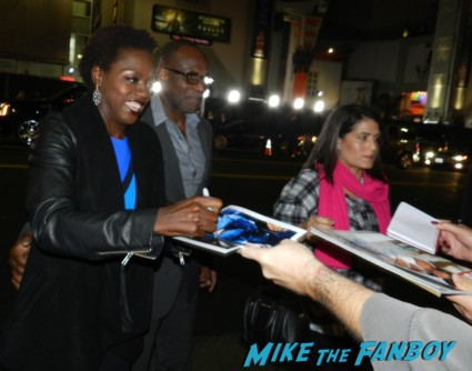 viola davis signing autographs ender's game movie premiere debacle red carpet harrison ford 013