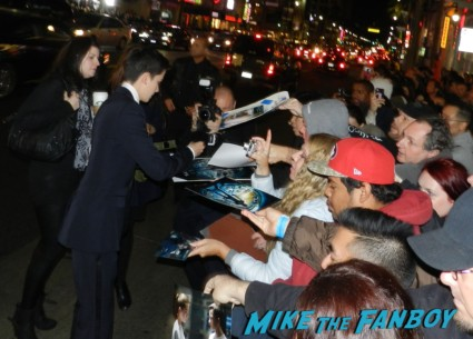 Asa Butterfield signing autographs ender's game movie premiere debacle red carpet harrison ford 037