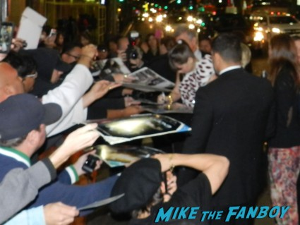 hailee steinfeld signing autographs ender's game movie premiere debacle red carpet harrison ford 037